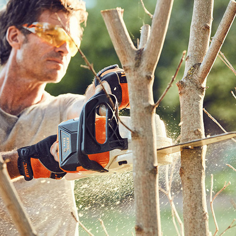 compact battery chainsaw cutting tree