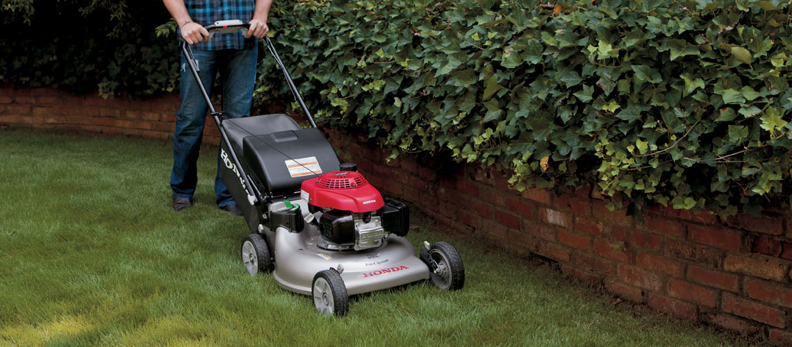 Honda HRR216VKU self propelled walk behind lawnmower